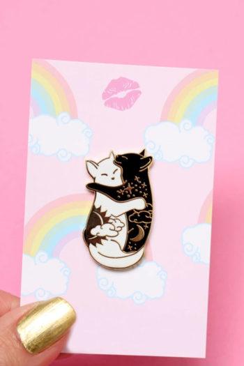 PIN-de-esmalte-HUGGING-CATS