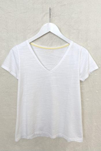 MUSBOMBON-camiseta-BASIECO-PICO-BLANCO