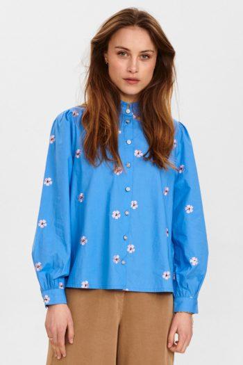 Camisa-con-flores-bordadas-NUCLIONA